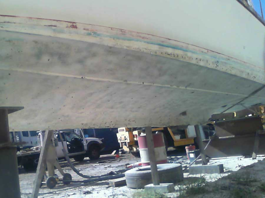 removing antifoul from boat hull