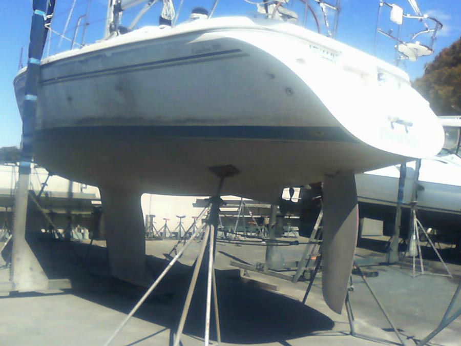 removing antifoul from yacht